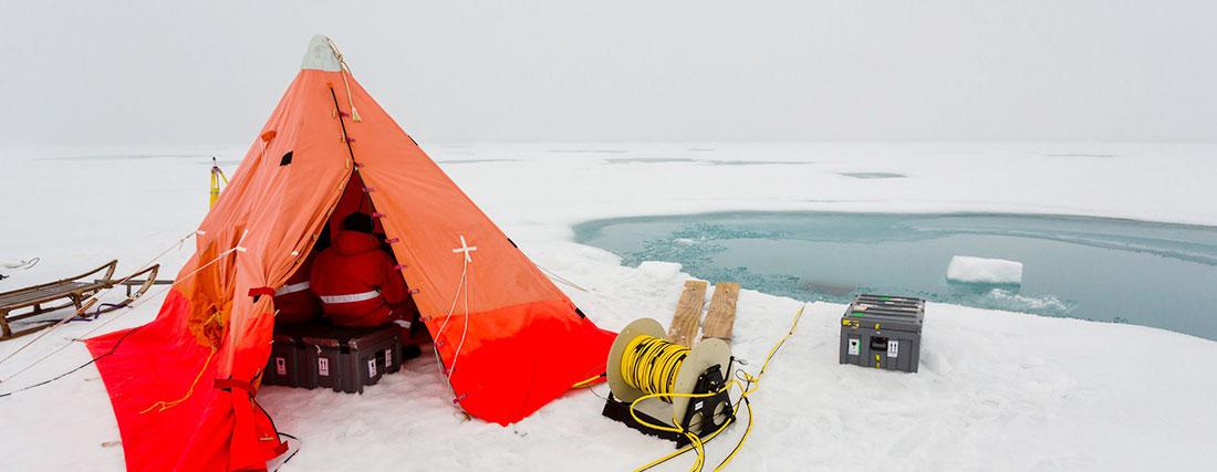 ROV tent, © Alfred Wegener Institute, Stefan Hendricks