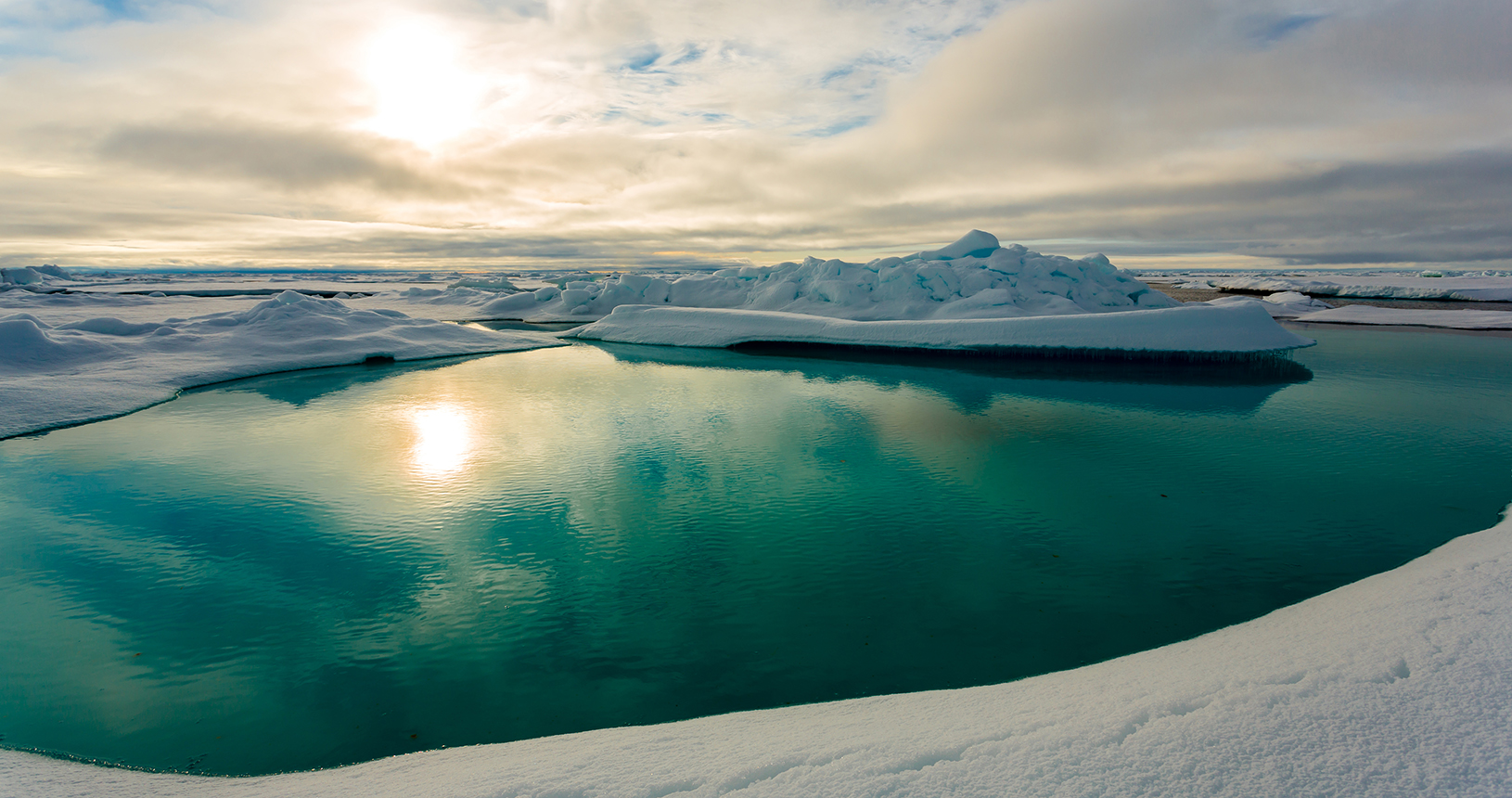 Melt pond on Arctic sea ice © Alfred Wegener Institute, Stefan Hendricks