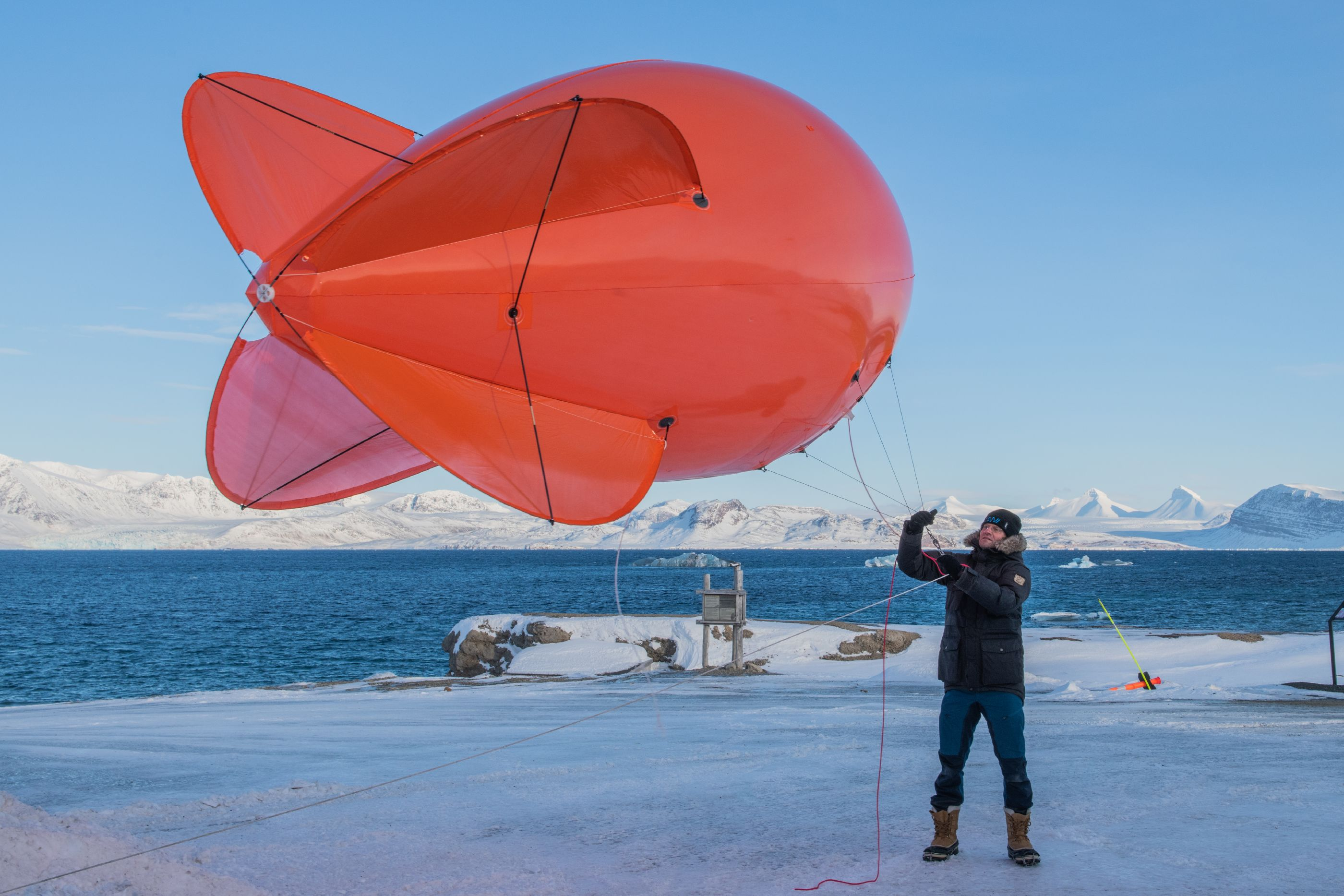 Markus Rex with a tethered balloon during a MOSAiC field training in Ny-Alesund, Spring 2019.